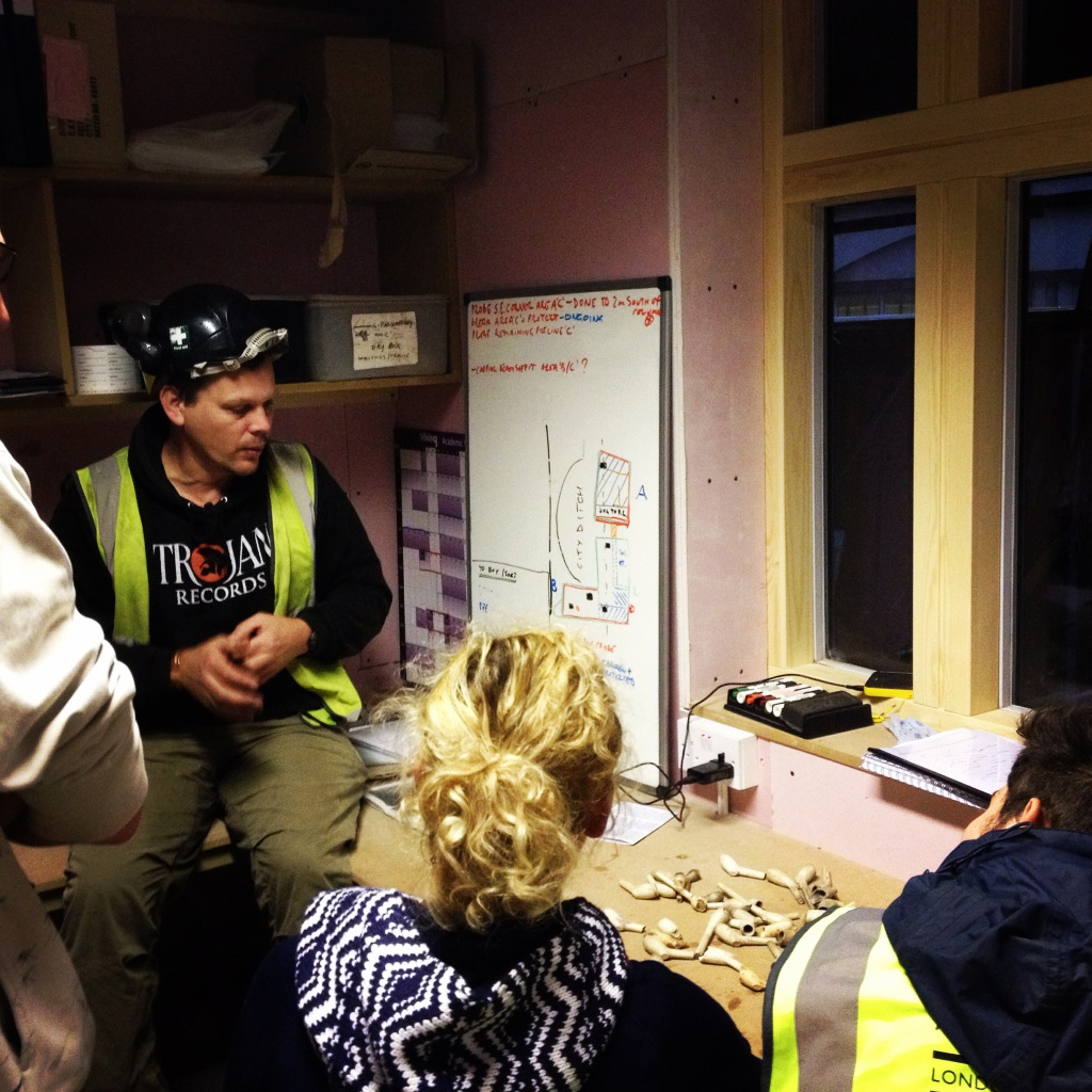Clay tobacco pipe training session at 100 Minories with Chiz Harward